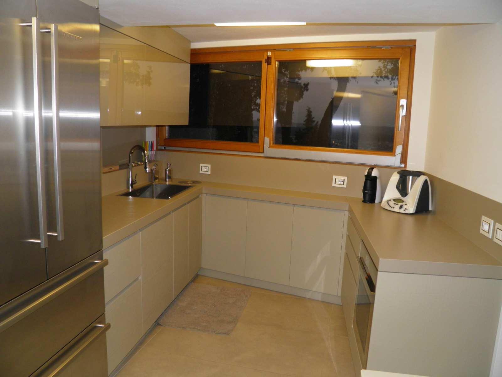 Cucina moderna su misura falegnameria ratoci - Mobili cucina su misura ...