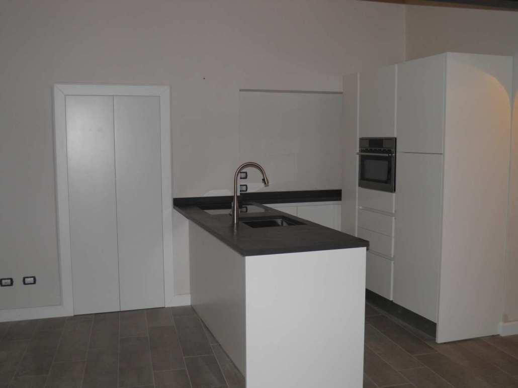Cucina moderna bianca su misura falegnameria ratoci - Cucina moderna bianca ...