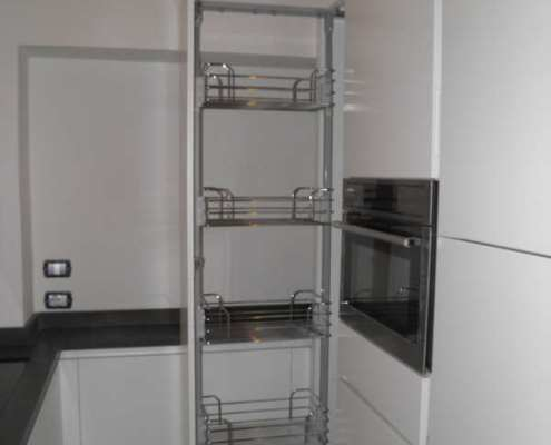 Cucina moderna bianca su misura - Falegnameria Ratoci Roberto