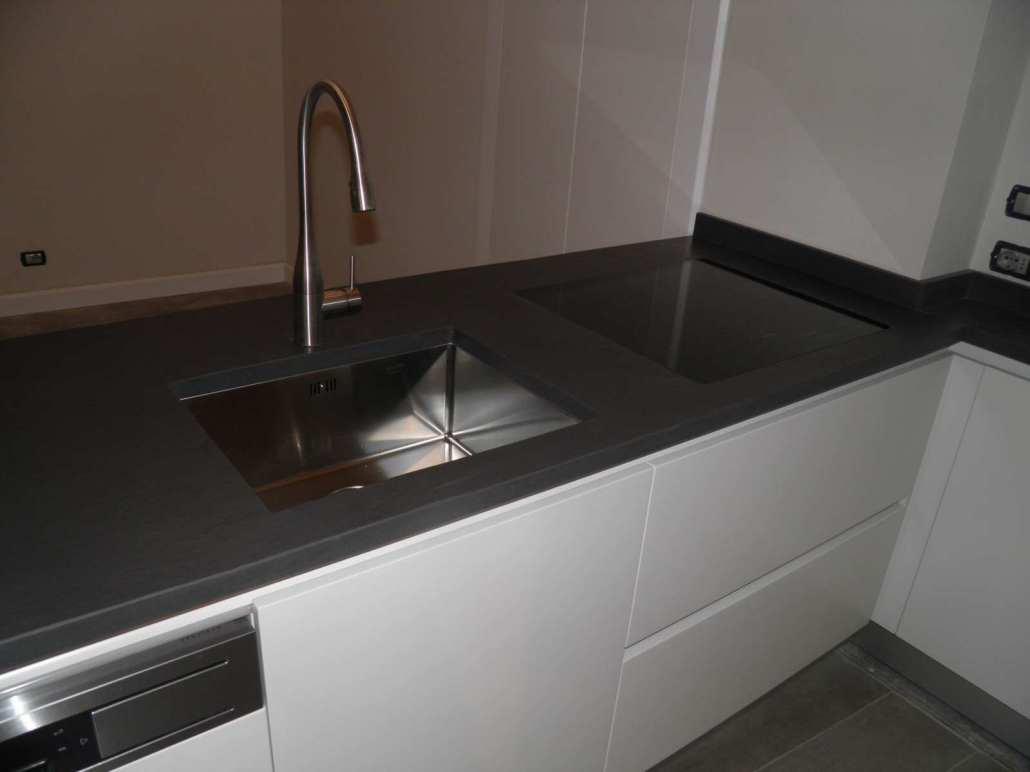 Cucina moderna bianca su misura - Falegnameria Ratoci